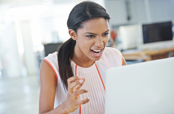 woman-yelling-at-computer